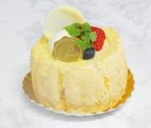 白いきり株のケーキ